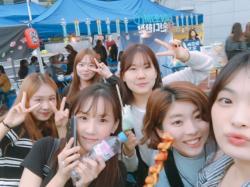 漢陽女子大学の学園祭にて(右から2番目)