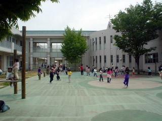 プレイコート(三本柳小学校公式ホームページより転載)